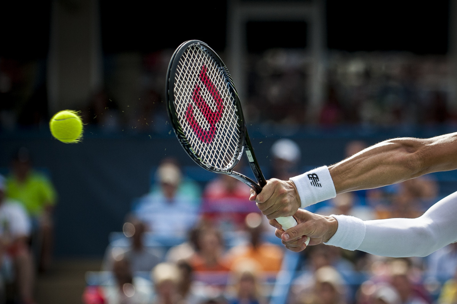 Milos Raonic of Canada returns a shot to Vasek Pospisil of Canada during their finals singles match at the Citi Open ATP tennis tournament in Washington, DC, USA, 3 Aug 2014. Raonic won the men's final 6-1, 6-4.