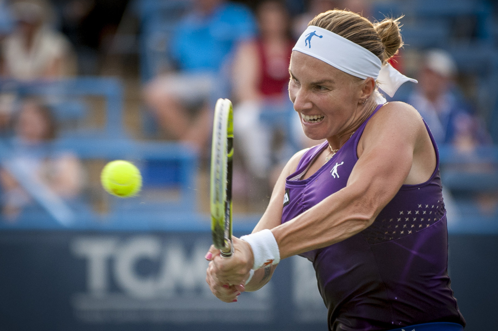 Svetlana Kuznetsova of Russia returns a shot to Kurumi Nara of Japan during their finals singles match at the Citi Open ATP tennis tournament in Washington, DC, USA, 3 Aug 2014. Kuznetsova won the women's final 6-3, 4-6, 6-4.