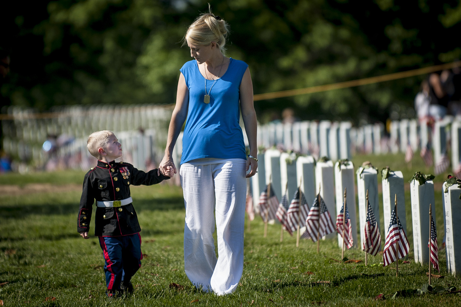 On Memorial Day, Brittany Jacobs of Hertford, North Carolina walks along the rows of headstones in Section 60 at Arlington National Cemetery with her son, Christian, 3, in Arlington, Virginia, USA, on 26 May 2014. Jacobs and her son were visiting the grave of her husband, Marine Sgt. Christopher Jacobs. (Pete Marovich/ European PressPhoto Agency)