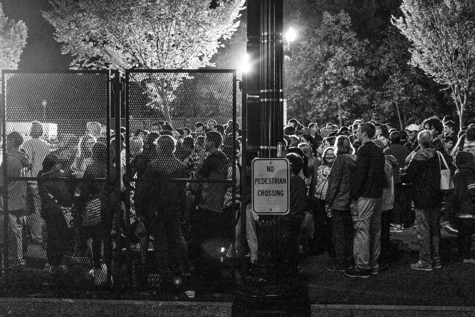 "Spectators stand in line at a security checkpoint to wait to get a glimpse of Pope Francis to pass by in his ""popemobile,"" as he is driven on the streets around the Ellipse, south of the White House in Washington, District of Columbia, U.S., on Wednesday, Sept. 23, 2015.  Credit: Pete Marovich/Bloomberg"